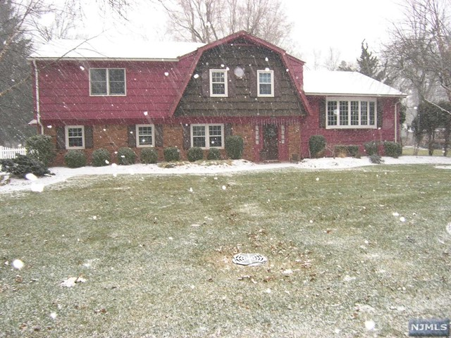 VIEW DETAILS ABOUT THIS PROPERTY IN River Vale. River Vale REAL ESTATE FOR SALE IN NEW JERSEY.