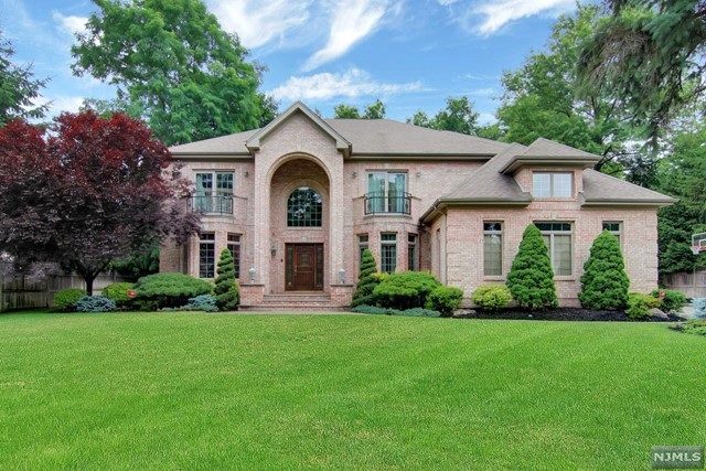 VIEW DETAILS ABOUT THIS PROPERTY IN Closter. Closter REAL ESTATE FOR SALE IN NEW JERSEY.
