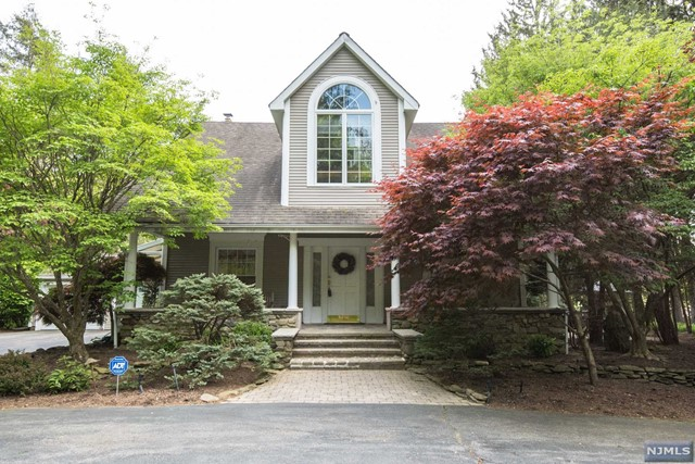 saddle river mature singles This is a single-family home located at 28 denison dr, saddle river nj, 07458 the property has a lot size of 20 acres and was built in 2000 28 denison dr is in saddle river and in zip code 07458.