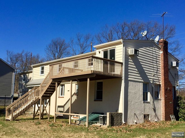 Floor Town Paramus Nj 2 Family Home For Rent At 80 E