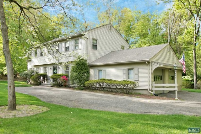 franklin lakes single women Check out the townhomes currently on the market in franklin lakes nj view pictures, check zestimates, and get scheduled for a tour.