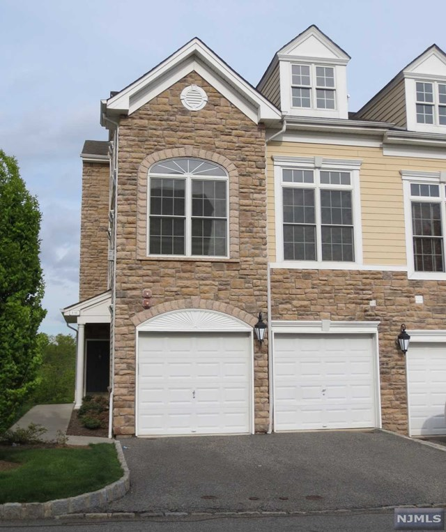 Condo townhouse for rent at 8a sweeney ct montvale nj for Townhouse for rent nyc