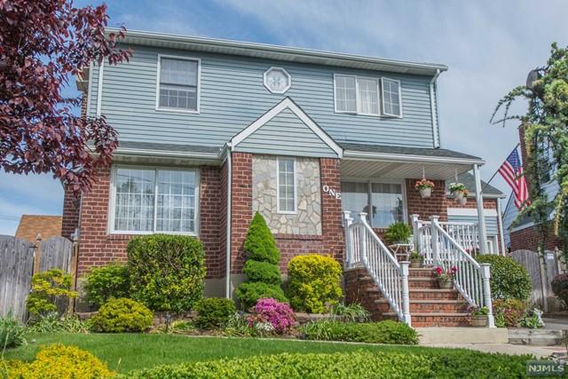 Single Family Home For Sale At 1 Blue Ridge Rd Lodi Nj