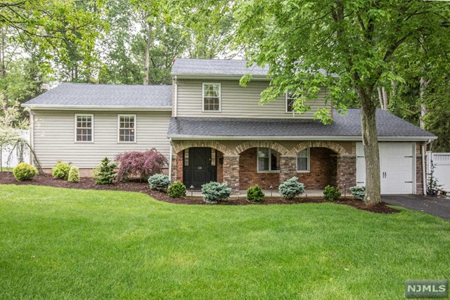 waldwick singles 126 single family homes for sale in upper saddle river nj view pictures of  homes, review sales history, and use our detailed filters to find the perfect place.