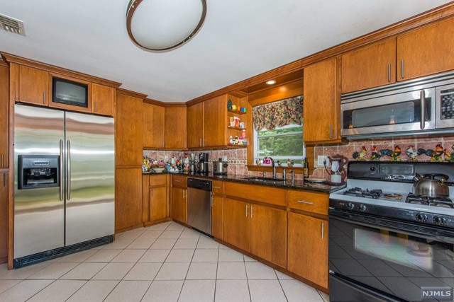 Single Family Home For Sale At 348 Main St Emerson NJ
