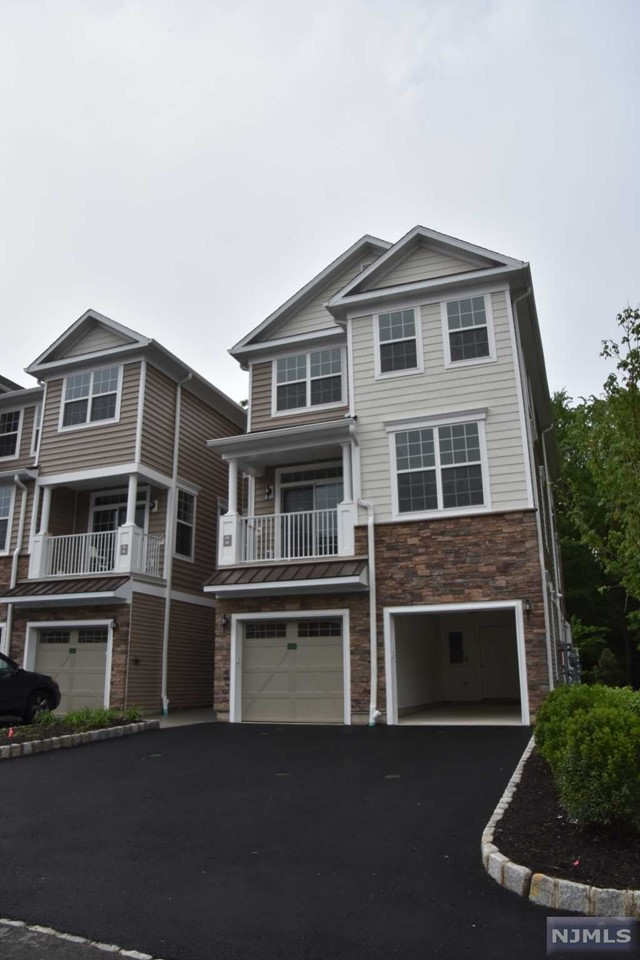 Condo Townhouse For Rent At 62 Autumn Way Montvale Nj