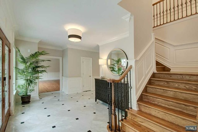 VIEW DETAILS ABOUT THIS PROPERTY IN Essex Fells. Essex Fells REAL ESTATE FOR SALE IN NEW JERSEY.