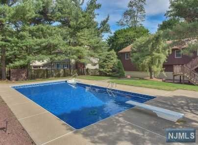 VIEW DETAILS ABOUT THIS PROPERTY IN Oakland. Oakland REAL ESTATE FOR SALE IN NEW JERSEY.