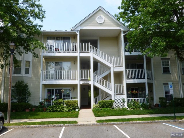 Condo For Sale At 327 Linden St Mahwah Nj