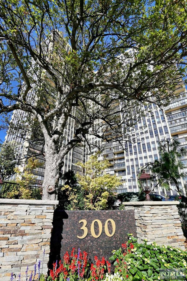 Condo for sale at 300 winston dr cliffside park nj for 20 river terrace ny