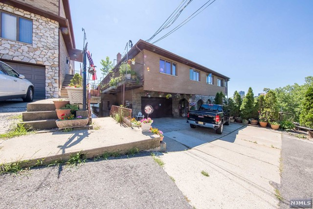 VIEW DETAILS ABOUT THIS PROPERTY IN Cliffside Park. Cliffside Park REAL ESTATE FOR SALE IN NEW JERSEY.