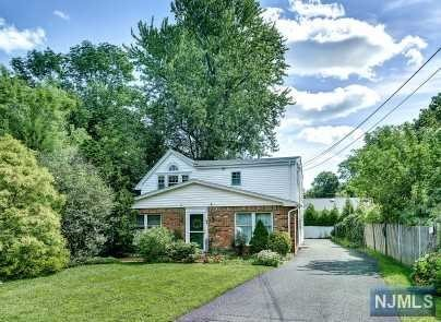 VIEW DETAILS ABOUT THIS PROPERTY IN Ho-Ho-Kus. Ho-Ho-Kus REAL ESTATE FOR SALE IN NEW JERSEY.