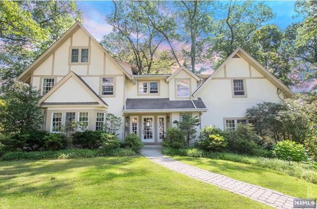 VIEW DETAILS ABOUT THIS PROPERTY IN Ridgewood. Ridgewood REAL ESTATE FOR SALE IN NEW JERSEY.