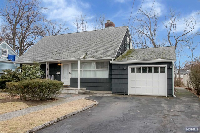 VIEW DETAILS ABOUT THIS PROPERTY IN Bergenfield. Bergenfield REAL ESTATE FOR SALE IN NEW JERSEY.