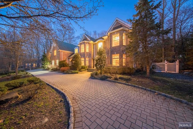 VIEW DETAILS ABOUT THIS PROPERTY IN Franklin Lakes. Franklin Lakes REAL ESTATE FOR SALE IN NEW JERSEY.