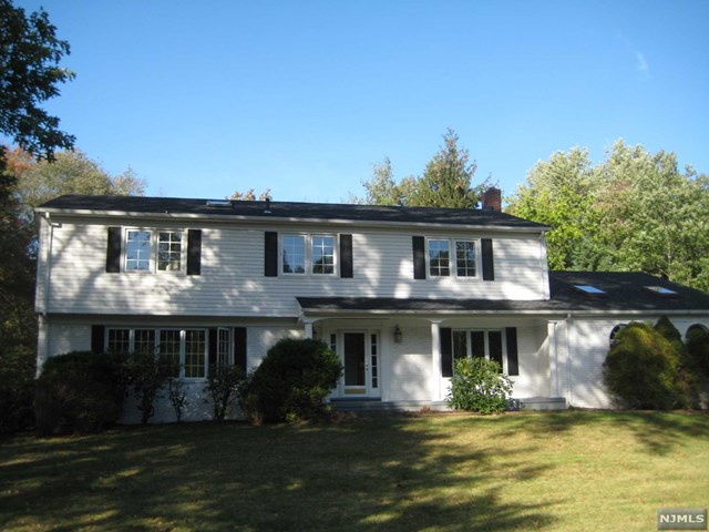 43 Robin Rd - Mahwah, New Jersey