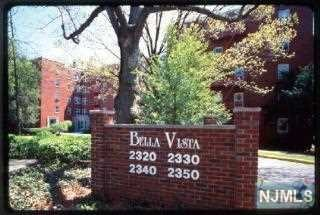 Renovated 2 BDR in desirable Balla Vista Complex. New Kitchen cabinetry+appliances, refinished hardwood floors, freshly painted unit. Unit includes 1 indoor parking space.******Pictures reflect a previous model apartment and are for demonstration purposes only*****