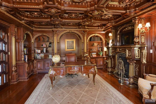 Additional photo for property listing at French-Inspired Chateau 22 Tudor Rose Ter Mahwah, New Jersey,07430 Verenigde Staten