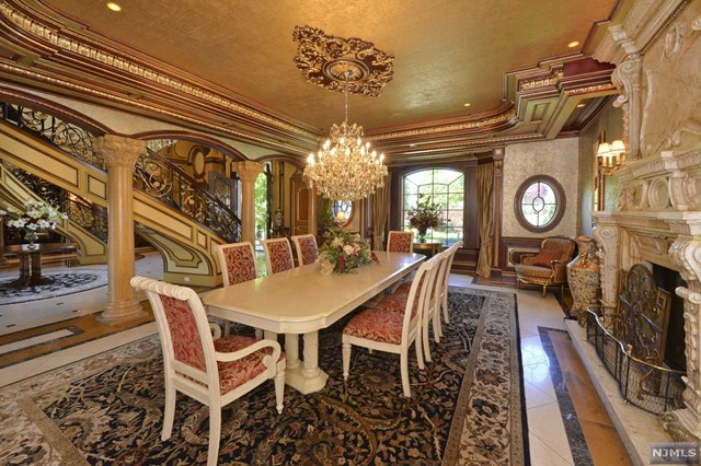 Additional photo for property listing at French-Inspired Chateau 22 Tudor Rose Ter Mahwah, New Jersey,07430 États-Unis