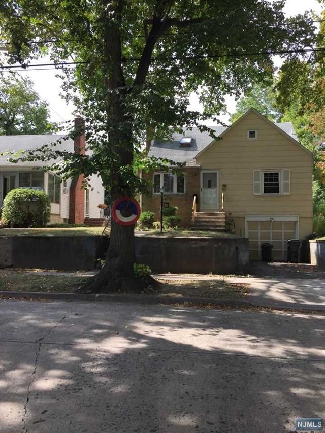 28 Elycroft Pkwy, Rutherford, NJ 07070