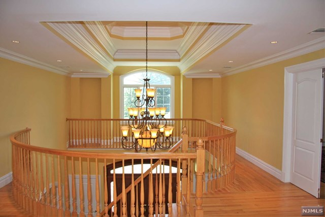 Additional photo for property listing at Architectural Details Abound 75 Seminary Dr Mahwah, New Jersey,07430 Amerika Birleşik Devletleri