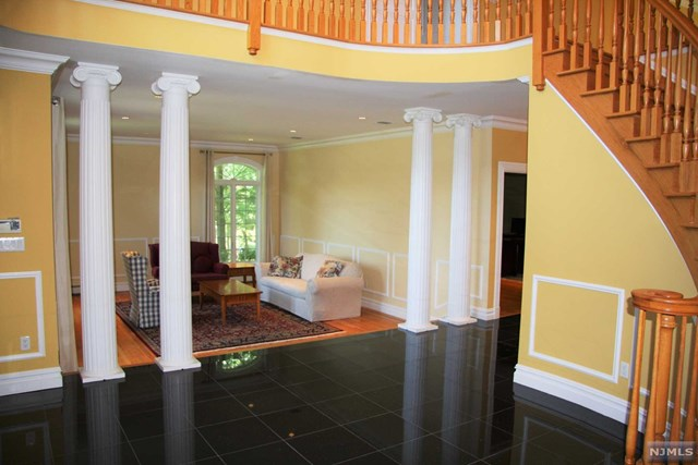 Additional photo for property listing at Architectural Details Abound 75 Seminary Dr Mahwah, Nova Jersey,07430 Estados Unidos