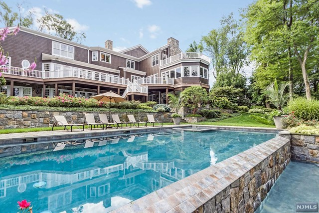 907 Scioto Dr, Franklin Lakes, NJ 07417