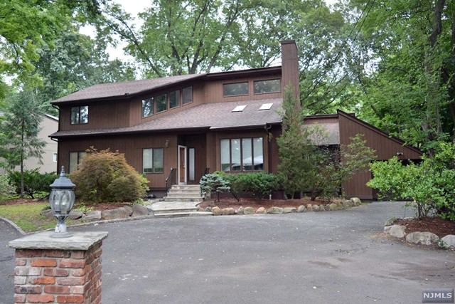 232 Forest Ave, Paramus, NJ 07652