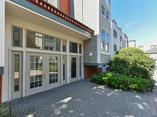 216 The Promenade 216, Edgewater, NJ 07020