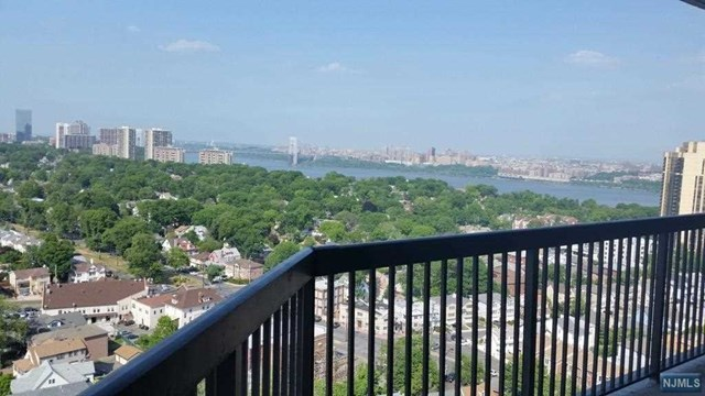 770 Anderson Ave, Cliffside Park, NJ 07010