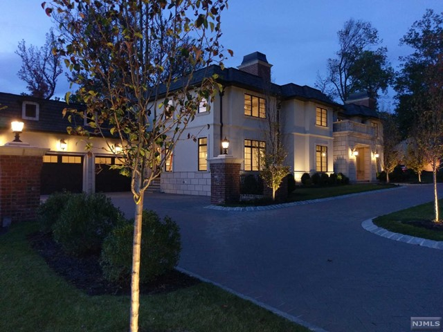 Single Family Home for Sale at 281 Devon Road 281 Devon Road Tenafly, New Jersey 07670 United States