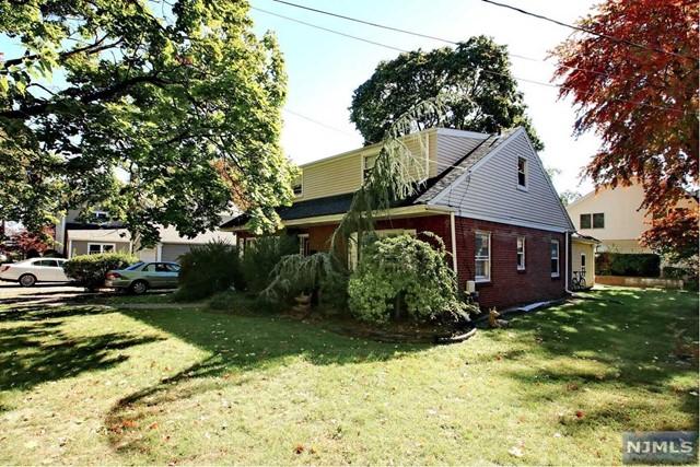 222 W Clinton Ave, Bergenfield, NJ 07621
