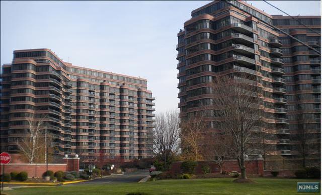 100 Winston Dr 11 D North, Cliffside Park, NJ 07010