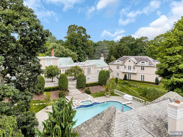 111 E Saddle River Rd, Saddle River, NJ 07458