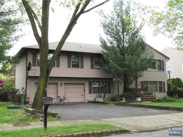 15 Manning Rd, Paramus, NJ 07652