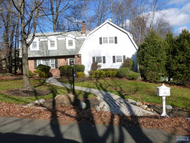 7 Colonial Heights Dr, Ramsey, NJ 07446
