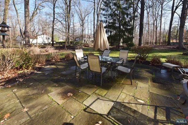 Additional photo for property listing at Perfect for entertaining 556 Hillside Ave Allendale, New Jersey,07401 Verenigde Staten