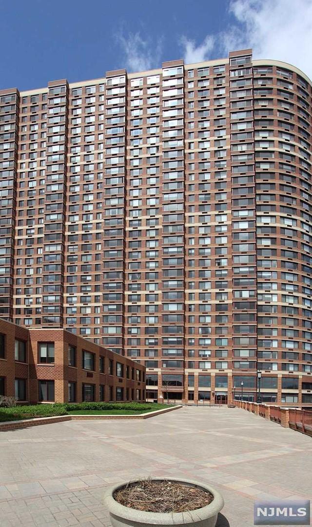100 Old Palisade Rd, Fort Lee, NJ 07024