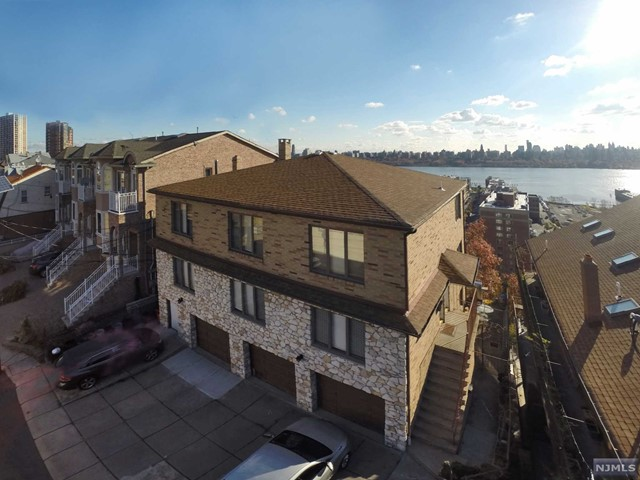 118 Pine St, Cliffside Park, NJ 07010