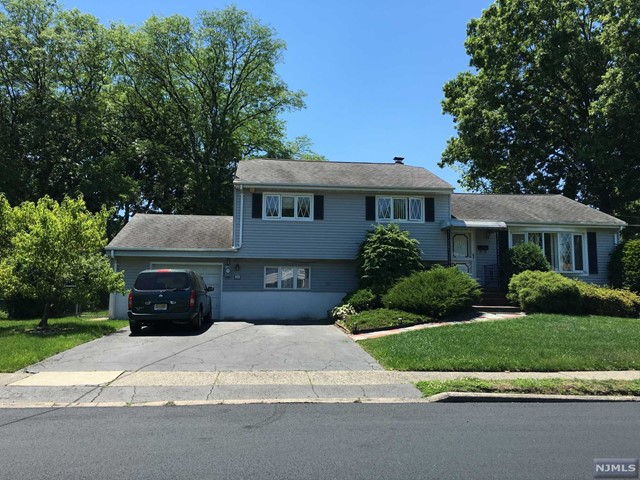320 Shea Dr, New Milford, NJ 07646
