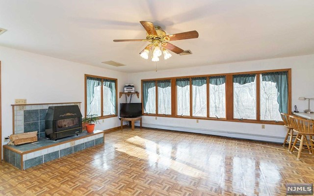 32 Mountain Glen Rd, Ringwood, NJ 07456