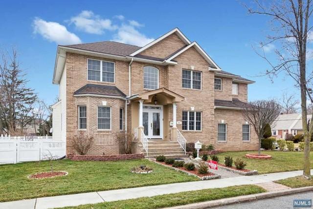 982 Pleasant Dr, New Milford, NJ 07646