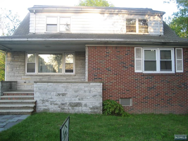 822 Kingsland Ln, Fort Lee, NJ 07024