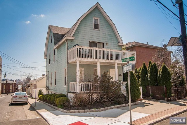425 Undercliff Ave, Edgewater, NJ 07020