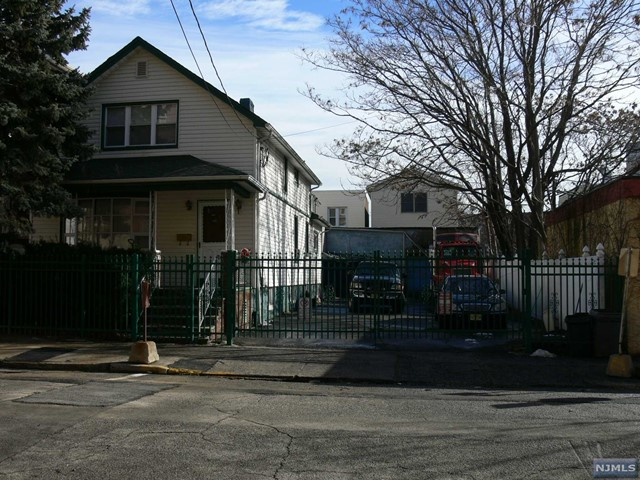 6108 Fillmore Pl, West New York, NJ 07093