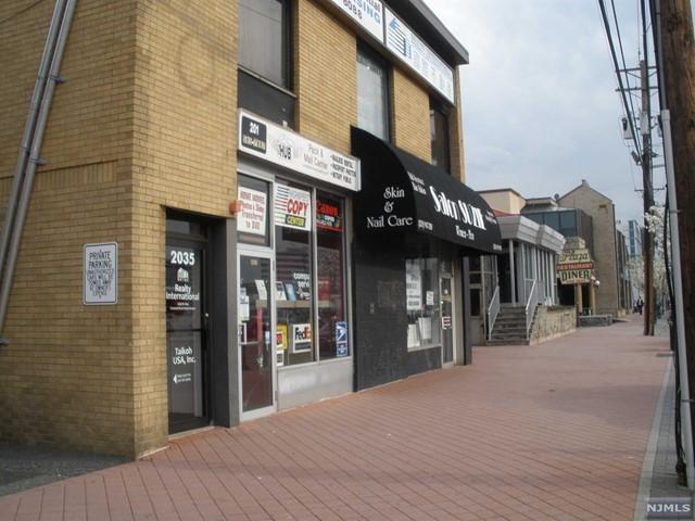 2035 Lemoine Ave, Fort Lee, NJ 07024