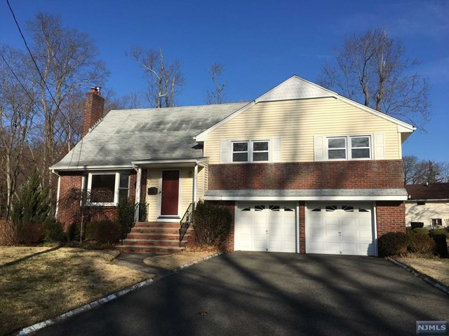 223 Burnside Pl, Ridgewood, NJ 07450
