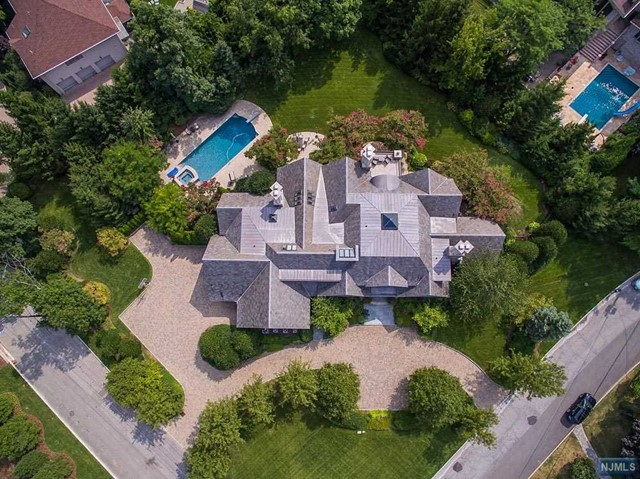 1 Hastings Dr, Tenafly, NJ 07670