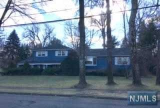313 Bohny Dr, Wyckoff, NJ 07481