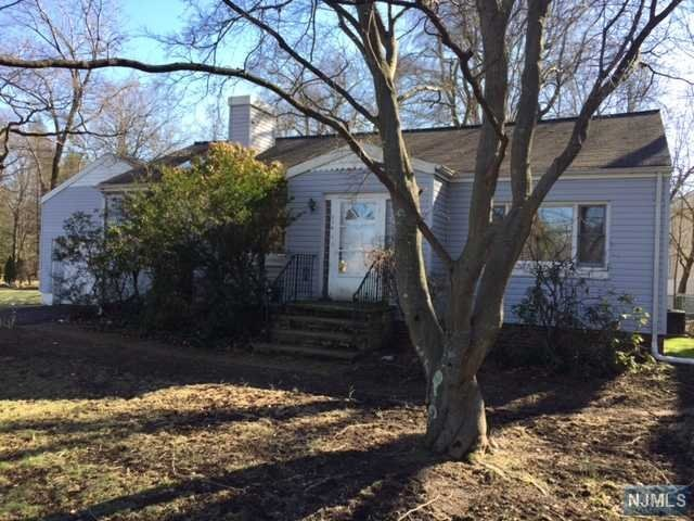 204 Wyckoff Ave, Waldwick, NJ 07463